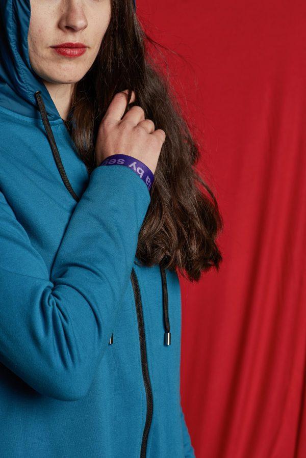 Nosiaca modrá mikina s modrou kapucňou - nosenie 3v1 5
