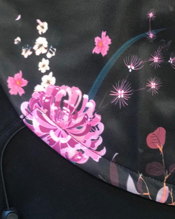 Mikina na nosenie 3v1 čierna s kvetmi 2