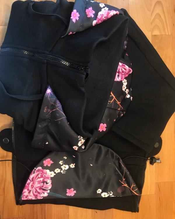 Mikina na nosenie 3v1 čierna s kvetmi 3